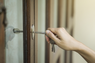 Smart Locks Vs Traditional Locks, Which Is Better For You?